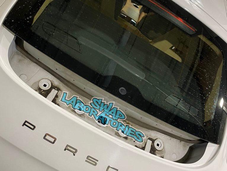 Ремонт и обслуживание заднего спойлера Porsche Panamera